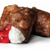 Шоколадный пирожок клубника - крем-чиз Фото