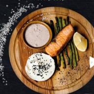 Стейк из лосося гриль Фото