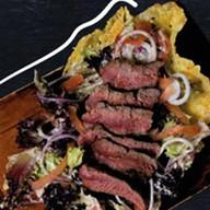 Салат с телятиной на гриле Фото