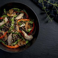 Лапша соба со свининой и овощами(острая) Фото