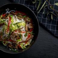 Лапша фунчоза с говядиной и овощами Фото