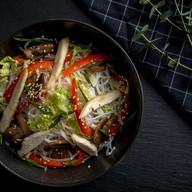 Лапша фунчоза с цыпленком и овощами Фото