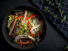Лапша фунчоза с цыпленком и овощами - Фото