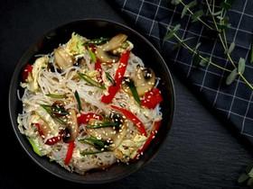 Лапша фунчоза с овощами (острая) - Фото