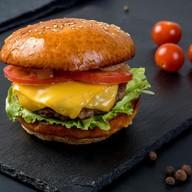 Чизбургер с соусом Шеф Фото