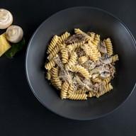 Фузилли с томленой говядиной и грибами Фото