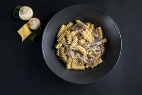Фузилли с томленой говядиной и грибами - Фото