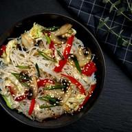 Острая лапша фунчоза с овощами Фото