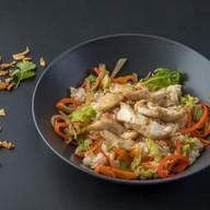 Рис с цыпленком и овощами Фото