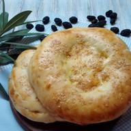 Узбекская лепешка из тандыра Фото