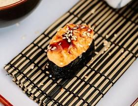 Суши запеченный лосось - Фото