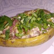 Запеченный картофель с сосиской,соусом Фото