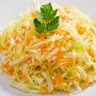 Витаминный с зеленым горошком салат Фото