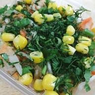Витаминный с кукурузой салат Фото