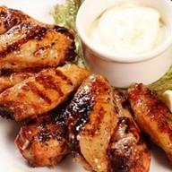 Крылышки куриные с чесночным соусом Фото