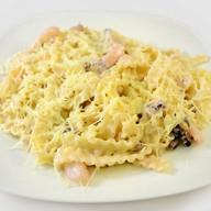Паста с морепродуктами и сырным соусом Фото