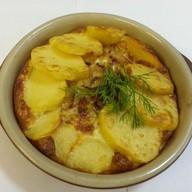 Язык запеченный с картофелем в сливках Фото
