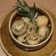 Грибочки маринованные с чесноком,зеленью Фото