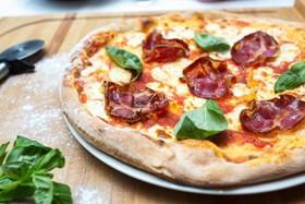 Пицца с итальянской свиной шейкой Коппа - Фото