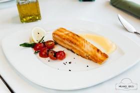 Жареный стейк семги с лакричным соусом - Фото
