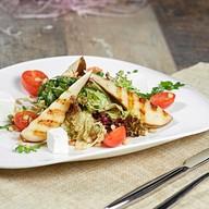 Салат с грушей и сыром фета Фото