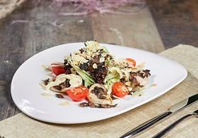Салат с жареным куриным филе и грибами - Фото