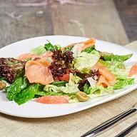 Салат микс с лососем и грейпфрутом Фото