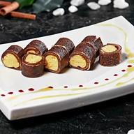 Ролл с манго и белым шоколадом Фото