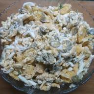 Сырный с сухарями салат Фото