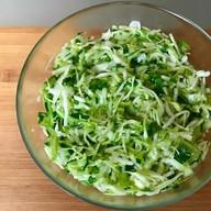 Салат из свежей капусты и огурцов Фото