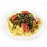 Лапша с острой говядиной и овощами Фото