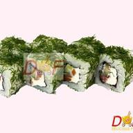 Ролл с копченым лососем и зеленью Фото