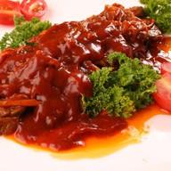 Говядина в красном соусе Фото