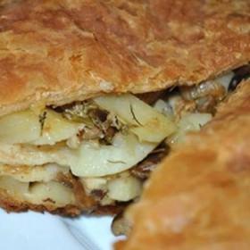 Пирог слоеный с картофелем и грибами - Фото