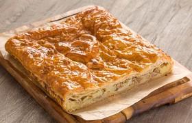 Пирог слоеный с курицей и картошкой - Фото