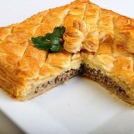Пирог слоеный с фаршем свинина, говядина Фото