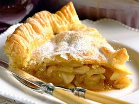Пирог слоеный с яблоком и корицей - Фото