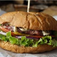 Бургер из мраморной говядины Фото