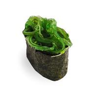 Гункан с чукка салатом Фото
