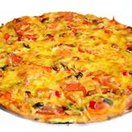 Пицца мясная с копчённостями Фото