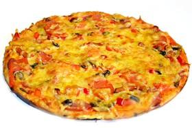 Пицца мясная с копчённостями - Фото