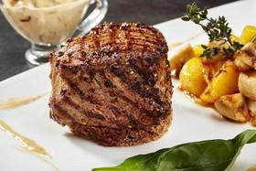 Пеппер-стейк с картофелем и грибами - Фото