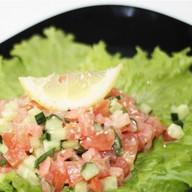 Салат с копченой семгой Фото