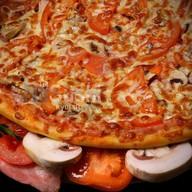 Пицца с мясом и грибами Фото