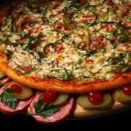 Пицца с огурчиками Фото