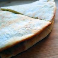 Пицца закрытая деревенская с курицей Фото