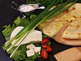 Осетинский пирог с сыром и зеленью - Фото