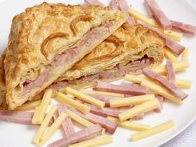 Пирог слоеный с ветчиной и сыром - Фото
