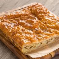 Пирог слоеный с курицей и картошкой Фото