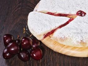 Сладкий пирог с грушей и вишней - Фото